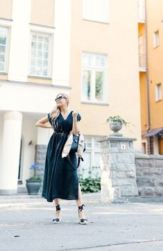 Musta kesämekko ja appelsiineista tehty huivi   pinjasblog Coat, Blog, Jackets, Fashion, Down Jackets, Moda, Sewing Coat, Fashion Styles, Blogging