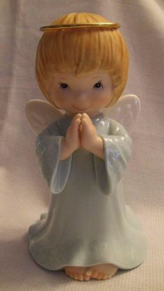 """Couldn't pass up this cutie at Goodwill today for $1.95...Glazed Porcelain 8"""" TOUSLE HAIRED ANGEL  FIGURINE Praying Hands Gold Halo"""