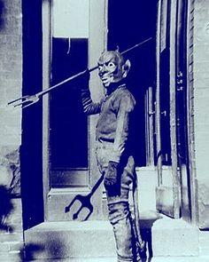 Happy #Sunday, Spooks! — #nightmareonfilmstreet #horror #horrors #devil #retrohorror #retro #classichorror #classic #vintage #vintagehorror #halloween #vintagehalloween #retrohalloween #horrordays...