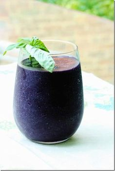 ENERGIZING AND REFRESHING Blackberry and Basil Smoothie! (raw, vegan, gluten and soy free) 1 cup blackberries 1 medium or large frozen banana 1 cup almond milk 1/2 tsp vanilla extract 1 small handful basil leaves, washed Blend all ingredients together till smooth and creamy. Serve with a sprig of basil!