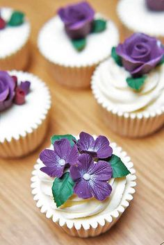 Flower Wedding Cupcakes That Look Like Real Flowers ❤ See more: http://www.weddingforward.com/flower-wedding-cupcakes/ #weddings