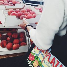 Quiet morning at the farmers' market - picking out peaches - and rocking a tote from our other fave farmers' market #smfms #ferrybuildingfarmersmarket #summer #4thofjuly #harvestfarms #fresh