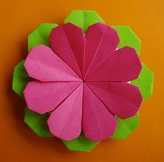 paper flower  http://entrevalesemontanhas-origami.blogspot.gr/2012/11/flor-para-maria.html