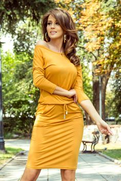 Pelo Corto Lucy Hale, Honey Colour, Elegant Woman, Women's Fashion Dresses, Beautiful Outfits, Wrap Dress, Sporty, Dresses With Sleeves, Clothes For Women