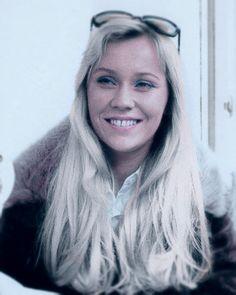 Agnetha Faltskog Music Icon, Pop Music, Ballet Senior Pictures, Swedish Women, Beautiful Women, Gorgeous Girl, First Crush, Mamma Mia, Female Singers