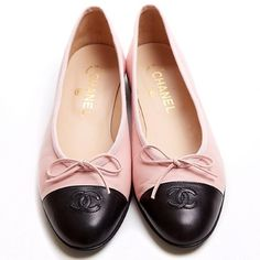 Chanel Shoes Chanel Pink and Black Classic Ballet Flats Brand New (3.993.600 IDR) ❤ liked on Polyvore featuring shoes, flats, ballerina shoes, chanel shoes, cap toe flats, ballerina flat shoes and skimmer flats