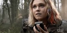 The 100 Clarke She spent everyday talking to Bellamy even though she didn't know if he could hear her ❤