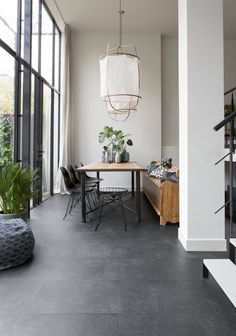 The Elegant Black XL tiles resemble black slate tiles and are extra large . - The Elegant Black XL tiles resemble black slate tiles and are extra large. To create a luxurious lo - Black Slate Floor, Grey Floor Tiles, Slate Tiles, Large Floor Tiles, Dark Grey Tiles, Concrete Tiles Floor, Black Kitchen Floor Tiles, Painting Concrete Floors, Gray Floor