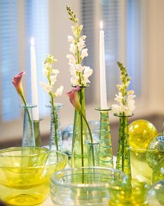Arrange different size candleholders filled with candles and flowers for a show-stopping centerpiece. Yellow Home Decor, Spring Home Decor, Beautiful Table Settings, Wedding Table Settings, Table Setting Etiquette, Table Setting Inspiration, Vintage Glassware, Candleholders, Centerpieces