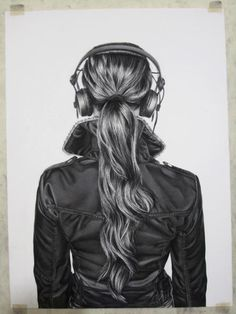 Backwards girl with headphones drawing Amazing Drawings, Cool Drawings, Drawing Sketches, Pencil Drawings, Amazing Art, Charcoal Drawings, Pencil Art, Sketching, Girl With Headphones