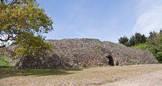 Le cairn de Gavrinis, monument mégalithique situé sur l'île de Gavrinis (Morbihan, Bretagne, France)