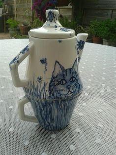 Tea for one for Tonny's birthday. Handpainted underglaze by Marjan Snoep.