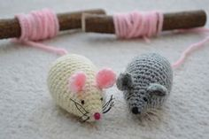 Have fun with the crocheted mouse race - DIY toys - Marque-pages Au Crochet, Crochet Mouse, Crochet Amigurumi, Double Crochet, Single Crochet, Crochet Hooks, Free Crochet, Crochet Blanket Patterns, Knitting Patterns