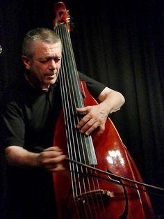 Paul Rodgers and his seven string double bass... Paul Rogers 'ın 7 telli evladı...Sulak yerde büyümüş kontrbas...     Evan Parker/ Paul Dunmall Quartet Live at the Vortex, London