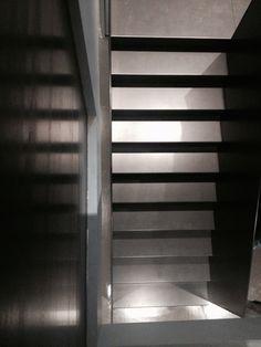 CML Milano www.bolzonimossa.com iron staircase