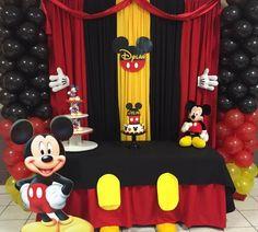 Decoración y pastel de Mickey Mouse