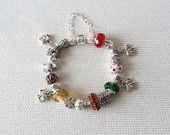 Bracelet européen breloque argenté cristal rouge vert jaune femme : Bracelet par sylviane-bijoux
