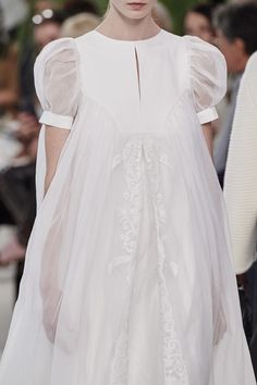 Loewe Spring 2020 Ready-to-Wear Fashion Show - Vogue Fashion Week, Runway Fashion, Fashion Show, Couture Details, Fashion Details, Fashion Design, Fashion Styles, Cute Dresses, Beautiful Dresses