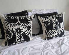 Arte Otomi by ArteOtomi on Etsy Pillow Room, Pillow Shams, Pillow Covers, Pillow Embroidery, Hand Embroidery, Mexican Colors, How To Make Pillows, Quilted Pillow, One Color
