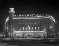 Plans were approved in 1946 to build this 'monumental' twin Cinema & Teatro, the work of architect Raul Rodrigues Lima. The Teatro with seat. Old Pictures, Old Photos, Nostalgic Pictures, Nova, Iberian Peninsula, Portugal Travel, Old City, Portuguese, Time Travel