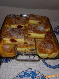 Nejdříve si připravíme nádivku: máslo, cukr, 2 vejce utřeme do pěny. V trošce mléka rozmícháme pudin...