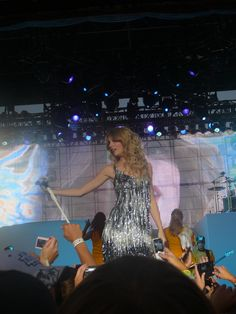 Taylor Swift=fantastic dresses Taylor Swift Fearless, Taylor Alison Swift, You Belong With Me, American Singers, Selena Gomez, Actresses, How To Wear, Female Actresses