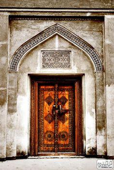 Abriendo Puertas — Bahrain Old Door.