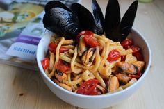 Fettuccine con cozze fresche e pomodorini. Ottimo primo piatto per l'estate e ricco di ferro e antiossidanti. Un piatto facile da fare.