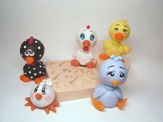 Molde de silicone para a montagem de galinha, pássarinho e patinho para lembrancinhas, porta recados, chaveiros, etc  TAMANHO:  6,0 x 4,0 cm. R$16,50