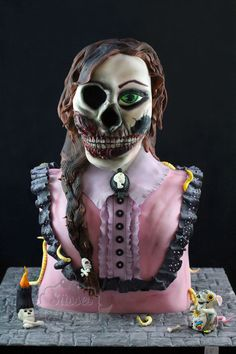 3D sculpted Cake, creepy cake, scary cake, victorian girl cake. Horror Lady als Torte
