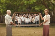 Large family photography poses 41 - YS Edu Sky Large Family Photos, Family Picture Poses, Family Photo Sessions, Family Posing, Extended Family Pictures, Large Family Photo Shoot Ideas Group Poses, Family Images, Family Photoshoot Ideas, Group Family Pictures