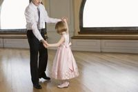 Things to Do at an Elementary School Dance for Daddies & Daughters | eHow
