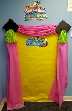 Oh, the places where you will go Photo booth for preschool graduation - Pre-school Bethany Ford Kindergarten Graduation Gift, 5th Grade Graduation, Graduation Crafts, Graduation Theme, Graduation Photos, Teaching Kindergarten, Graduation Ideas For Preschool, The Rainbow Fish, Preschool Gifts