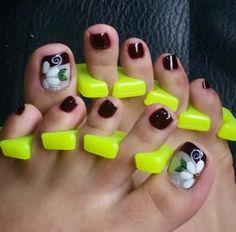 Feet Nail Design, Toe Nail Designs, Pedicures, Manicure And Pedicure, Feet Nails, Cute Toes, Toe Nail Art, Triangles, Nail Art Flowers