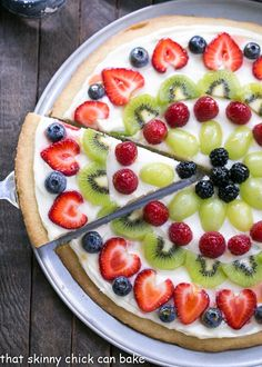 Fresh Fruit Pizza – A vibrant, delicious dessert pizza with a sugar cookie crust and cream cheese frosting! Fresh Fruit Pizza – A vibrant, delicious dessert pizza with a sugar cookie crust and cream cheese frosting! Fruit Pizza Frosting, Fruit Pizza Bar, Easy Fruit Pizza, Dessert Pizza, Pizza Pizza, Breakfast Fruit Pizza Recipe, Fruit Pizzas, Breakfast Pizza, Sugar Cookie Pizza