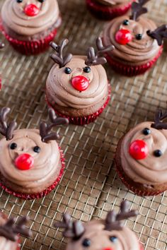 Four Kitchen Decorating Suggestions Which Can Be Cheap And Simple To Carry Out Easy Reindeer Cupcakes Christmas Dessert Recipes Holiday Dessert Recipes Fun Cupcake Recipes Reindeer Cupcakes, Fun Cupcakes, Holiday Cupcakes, Christmas Cupcakes Decoration, Winter Cupcakes, Gingerbread Cupcakes, Cupcake Decorations, Easy Cupcake Decorating, Christmas Cupcake Cake