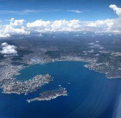 Espectacular vista de la Bahía de Santa Lucia de #Acapulco #Guerrero desde el cielo