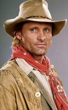 Viggo Mortensen would be the perfect Roland Deschain in The Dark Tower series!