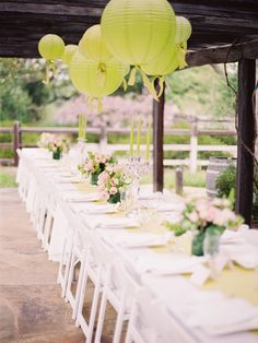 Love how the green was incorporated into this tablescape