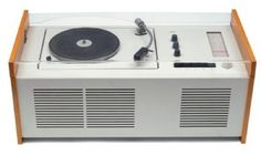 El PhonoSuper SK4 fue diseñado por Dieter Rams en colaboración con Hans Gugelot para la icónica marca de diseño Braun, y fue un gran ejemplo que fusionó la funcionalidad alemana con una gran estética.