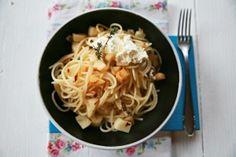 Špagety s petrželí Spaghetti, Ethnic Recipes, Food, Meals, Yemek, Noodle, Eten