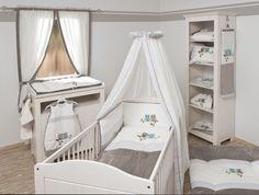 Ein schützender, kleiner Raum lässt die Kinder sich sicher und unabhängig, aber zugleich auch versteckt und ungestört fühlen. Die passende Ausstattung dazu gibt es in der Handelsagentur Babyhaus Ditz.
