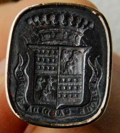 "Superb middle 19th century french intaglio armorial 18 k gold fob seal motto: ""Undique candida virtus"""