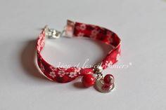 """Bracelet """"Cordoba"""", biais Liberty fleuri rouge, avec breloques assortires Léon et les citronniers*"""