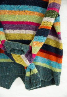The sweater made from the tweed wool yarn. Feels comfy on the body. Wool Yarn, Knitting Yarn, Knitting Patterns, Crochet Jumper, Knit Crochet, Girls Sweaters, Sweaters For Women, Cardigans, Textiles
