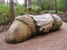 Broxbourne Wood NNR Sculpture Trail - would make a pretty jump! Chip Carving, Tree Carving, Acorn And Oak, Mighty Oaks, Little Acorns, Oak Leaves, Whittling, Environmental Art, Wood Slices