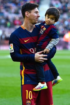 Lionel Messi of FC Barcelona carries his son Thiago ahead of the La Liga match between FC Barcelona and Real Sociedad de Futbol at Camp Nou on November 28, 2015 in Barcelona, Catalonia.