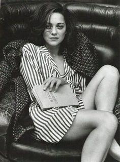 CL 0085 / Marion Cotillard (1975- ....) - es una actriz y cantante francesa ganadora de los premios Óscar, BAFTA, César y Globo de Oro por su interpretación de Édith Piaf en la película La vida en rosa.
