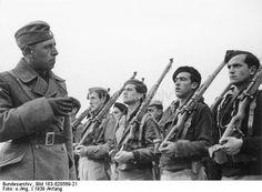 Spain - 1939. - GC - Infanterie-Ausbildungsschule in Avila. Hier werden Offiziersanwärter der Infanterie von deutschen und spanischen Lehrkräften in achtwöchigen Kursen zu Offizieren ausgebildet.