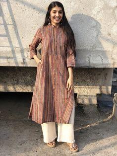 Pakistani Fashion Casual, Pakistani Outfits, Indian Outfits, Simple Kurta Designs, Kurta Designs Women, Simple Outfits, Simple Dresses, All Black Dresses, Indian Gowns Dresses